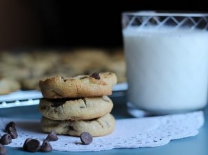 Indulge in Flourless Chocolate Chip Cookies This Weekend